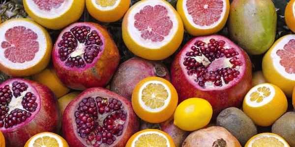 alimentation végétale à base de plantes entières, fruits, légumes, légumineuses, noix, graines