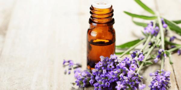 Comment soulager les douleurs du cycle féminin grâce aux huile essentielles ?